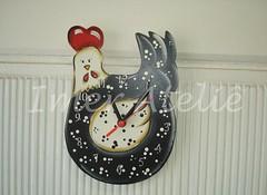 relogio galinha angola (Imer atelie) Tags: branco galinha artesanato preto vermelho bolinhas decorao cozinha numeros pintura mdf angola colorido uberaba relogio atelie ponteiros imer horasi