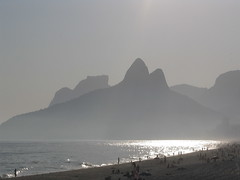Ipanema beach - praia de Ipanema (  Claudio Lara ) Tags: city nyc carnival blue light cidade brazil color green art church nature rio brasil canon de landscape happy photography photo day janeiro action weekend live centro cristoredentor corcovado copacabana igreja villa carnaval turismo festas galera villas ipanema clc montains maracan brazili penha mier madureira igrejadapenha riodejanerio claudiolara bairros brazilworldcup brazil2014 rio2016 clcrio clu