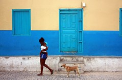 Semplicit (Luca Morlok) Tags: africa family blue dog colors cane contrast mom town famiglia blu country mamma simply colori caboverde povert boavista capoverde paese contrasto villaggio semplicit cittadina rabil arcipelagodicapoverde