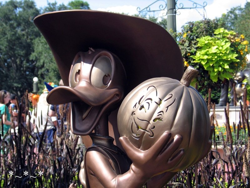 IMG_6774-Disney-Donald-Duck-Magic-Kingdom-Halloween-Statue-1