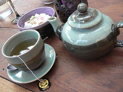 théière et tasse de thé resto.jpg