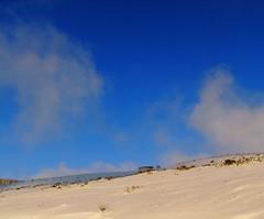 Bleus d'Auvergne, le premier, le ciel (caminanteK) Tags: france sol nature vent couleurs nieve bleu blanc froid auvergne puydedme poudreuse chanedespuys elments
