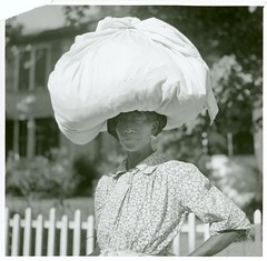 Woman carrying bundle on head, Natchez, Mississippi, August ...
