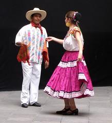 Desde la costa chica de Guerrero (El mundo de Laura) Tags: woman costa man girl mexico dance couple chica dancing pareja femme danse puebla baile hombre homme danser folklor guerrero