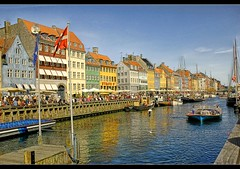 Nyhavn Canal (CGoulao) Tags: blue houses red people reflection green water yellow gua bandeira copenhagen catchycolors denmark nyhavn boat canal pessoas barco walk flag tourist porto casas reflexions sandal esplanada copenhaga dinamarca turista passear ancoradouro nyhavncanal aplusphoto colourartaward platinumheartaward goldstaraward mygearandme mygearandmepremium aboveandbeyondlevel1 aboveandbeyondlevel2