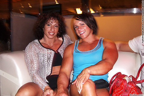 Annie Rivieccio & Aleesha Young Partying In Las Vegas