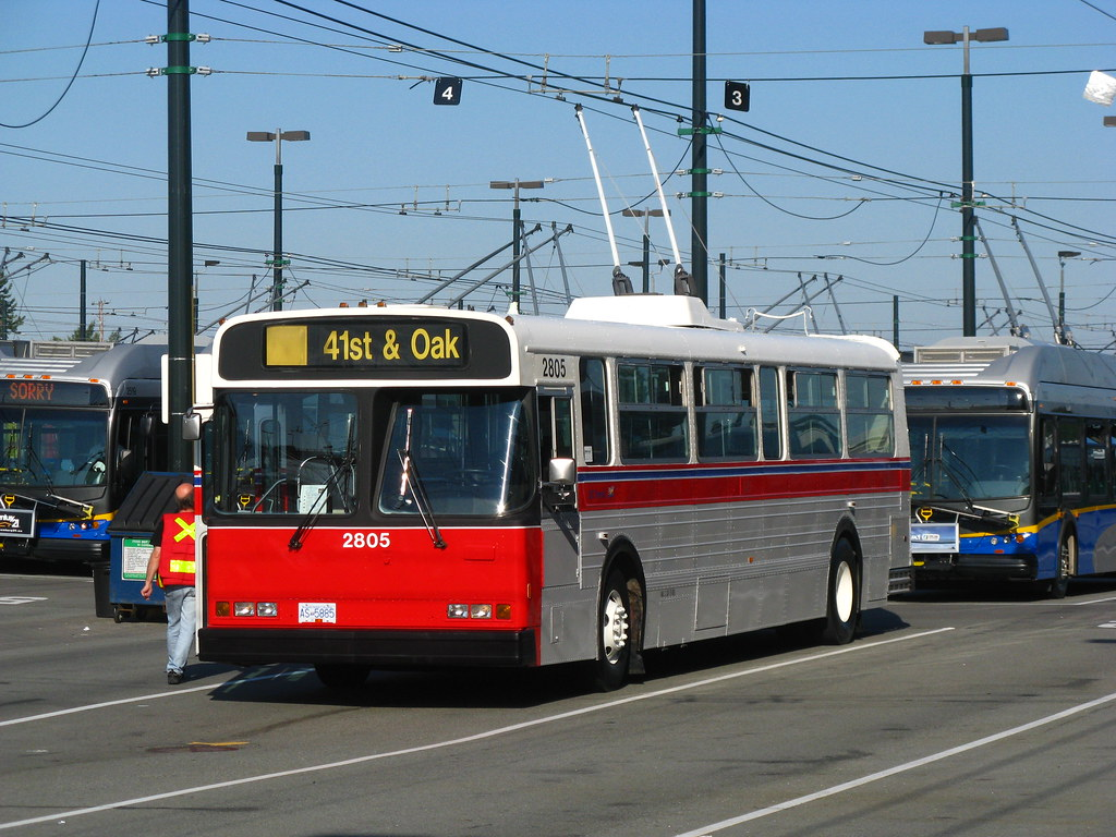 2805: 41st & Oak (front-left)