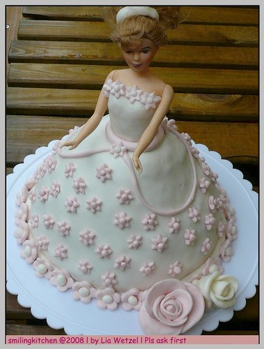 "Doll Cake "" barbie"""