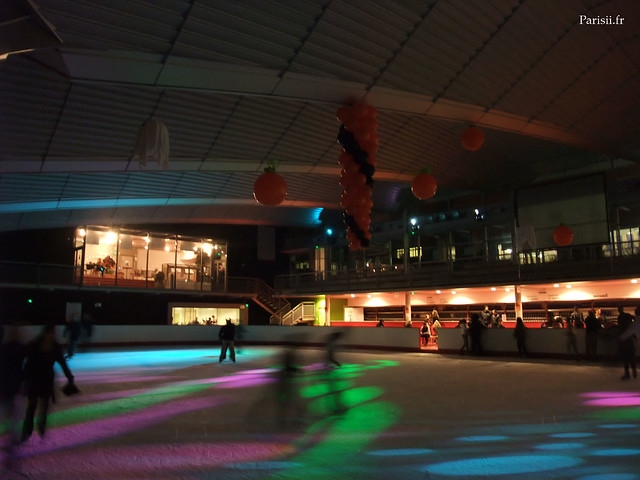 Beaucoup de ballons partout sur la patinoire