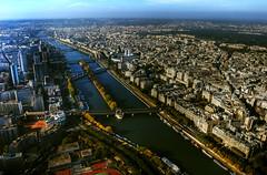Una nueva vista de pjaro (palm z) Tags: france seine ro puente toureiffel torreeiffel francia hdr pars sena panormica