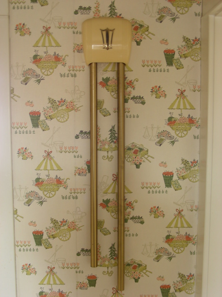 Vintage 50s Wallpaper In A Foyer Retro Renovation