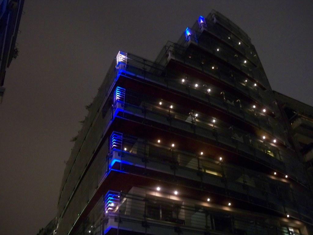 Ιπτάμενα μπαλκόνια το βράδυ
