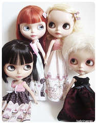 My girls love Mimi dresses (Sabrina Eras) Tags: bigeyes dress hobby collection dresses blythe ebony aubrey saffy vestidos plasticdoll modmolly mimichocolate