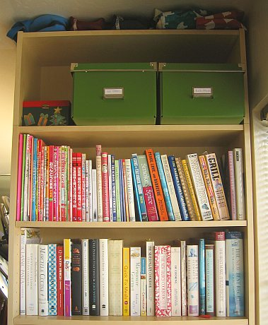 New kitchen bookcase after reorganization (upper)