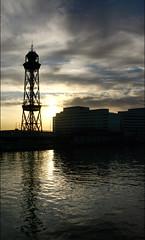 (Re)amanecer (: metamorfosis :) Tags: barcelona sol port mar agua torre amanecer cielo jp nubes silueta mediterrneo edifici contrallum mediterrni worldtradecenterbarcelona