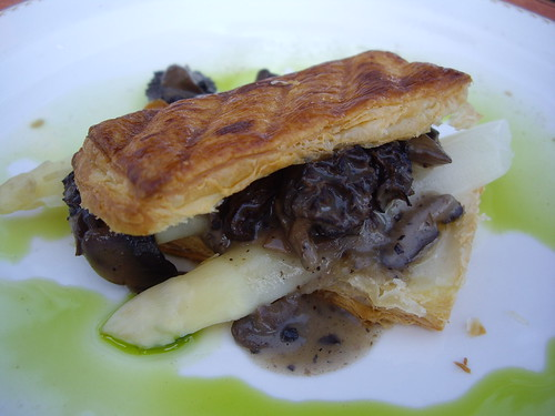 Feuilette with White Asparagus and Morel Mushrooms