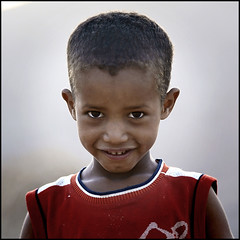 a very funny guy (Alessandro Vannucci) Tags: africa portrait eye face algeria kid child algerie ritratto tassili djanet iannacell iherir