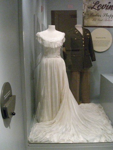a pair of military-style wedding gown looked fit