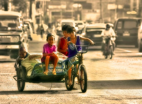 boys earning a living tricycle recycling   Buhay Pinoy Philippines Filipino Pilipino  people pictures photos life Philippinen  菲律宾  菲律賓  필리핀(공화국)