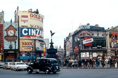 London - Piccadilly Circus (roger4336) Tags: england london cab taxi piccadilly piccadillycircus 1968 blackcab