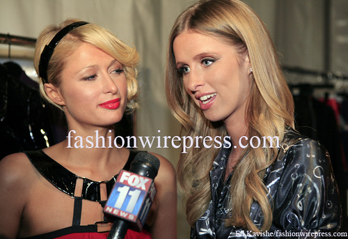 Photo: Socialite Paris Hilton and Designer Nicky Hilton