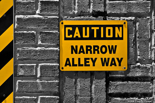 Sign_NarrowAlley