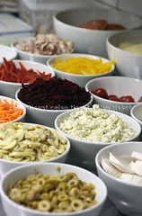ingredientes_x (Celso Tissot) Tags: food cores comida restaurante pizza garlic carrots olivas tomate mesa cozinha alho palmito ricota ingredientes azeitonas beterrabas