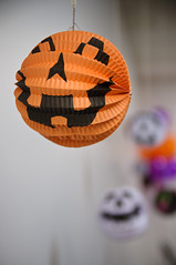 smile, it's halloween! (poopoorama) Tags: party halloween pumpkin washington nikon bokeh decoration sigma kirkland d300 1850mmf28exmacrohsm