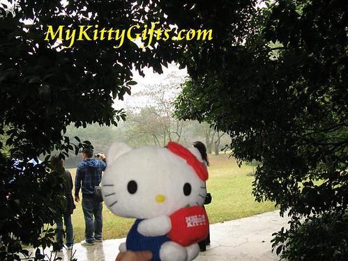 Hello Kitty at Tree Cave of Peony Garden, HangZhou