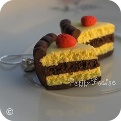 Chocolate and vanilla cake slices earrings - fimo polymer clay (*Merylu*  PetiteFraise) Tags: cute cake handicraft handmade chocolate craft jewelry bijoux jewellery fimo clay slice vanilla earrings etsy yummie polymer orecchini petitefraise merylu