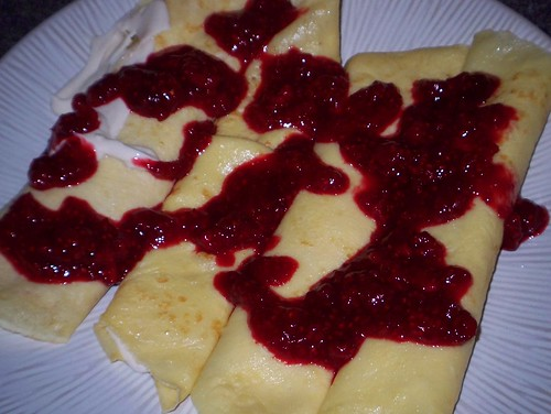 yogurt crepes with raspberry sauce