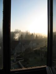 vue de ma chambre (petitewebfleur) Tags: soleil fentre leverdesoleil essonne feudechemine fentreouverte valledelajuine ruedevoisins saintcyrlarivire