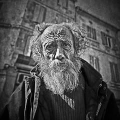 [Arles 2009] homeless (Luca Napoli [lucanapoli.altervista.org]) Tags: street blackandwhite bw candid homeless biancoenero blackwhitephotos lx3 draganstyle lumixlx3 lumixaward panasoniclumixlx3 lucanapoli moltomamoltophotoshoppata mihafermatoemihachiestocosafosselascatolettacheavevoatracolla questalhoscattatamentrevedevalalx3 seebw