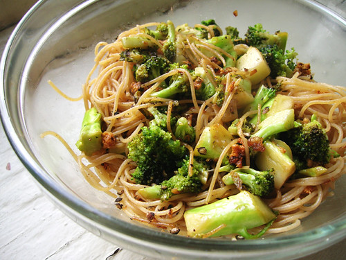 angel hair pasta with lemon garlic broccoli