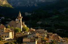 Calma matinenca a Valldemossa / Morning calm in Valldemossa (SBA73) Tags: panorama church dorf village view iglesia belltower vista mallorca campanario cases pasoscatalans valldemossa campanar poble illesbalears esglesia sesilles anawesomeshot superbmasterpiece diamondclassphotographer 100commentgroup