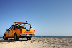 Lifeguard, powered by Nismo (DefJux921) Tags: sky beach truck sand lifeguard efs1785mmf456isusm nismo playadelrey dockweiler canon450d