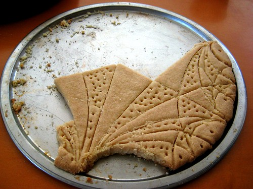 shortbread cookie endowed with hyperbolic structure