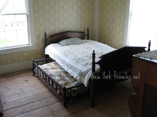 Tavern Trundle Bed