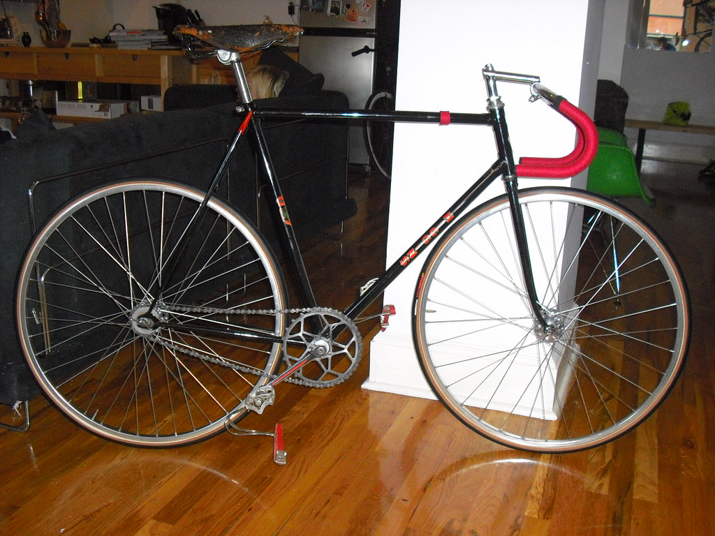 825079fe4d1 Once the Classic Rendezvous crew throws their classic track day, I'll be  racing it at Kissena!