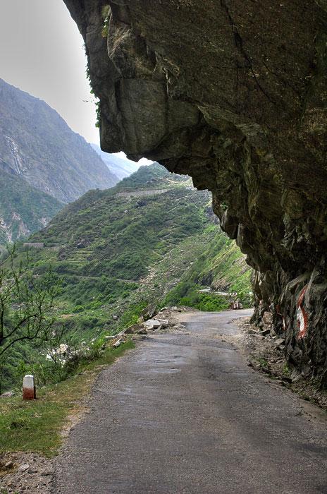 roads we choose // india, joshimath - mana village