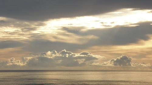 65.陽光染黃了整個海面 (2)