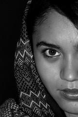Girl (Daniela Herreras) Tags: mujer lovelygirl blancetnoir sexyeyes girlportrait womanportrait retratoblancoynegro bnportrait colegioamericanodefotografa caridadramos ojossexys danielaherreras
