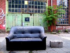ein platz für zwei (upper ending) Tags: frankfurt sofa halle naxos industriekultur