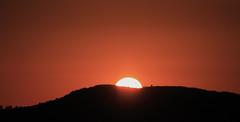 15 minutos (Herminio.) Tags: sunset italy sol contraluz rojo italia puestadesol crepusculo puesta perugia alcaraz herminio vellisca saghita herminioalcaraz