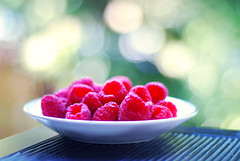 bokehlicious raspberries (*Peanut (Lauren)) Tags: fruit 50mm bokeh raspberries september2008 leavingearlywissickbbl getwellsoonsirw