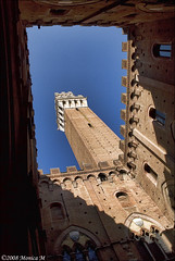 Siena - Torre del Mangia (Monica M. ®) Tags: italy tower nikon italia torre tuscany siena toscana torredelmangia d80 bellitalia yourcountry monicamongelli