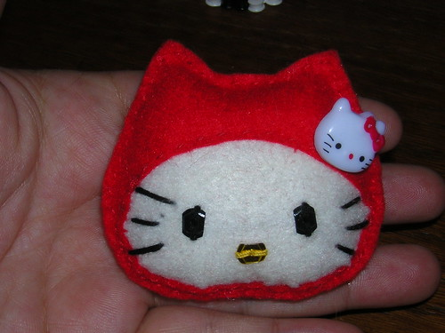 broche hello kitty caperucita