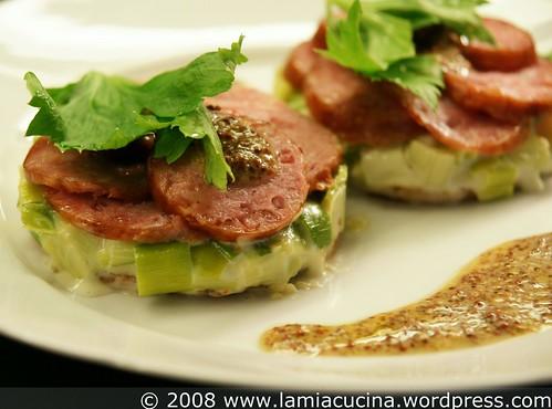 Knusprige Tartelettes mit Neuenburger Wurst und Lauch