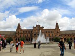Plaza de España (Graça Vargas) Tags: españa fountain canon sevilla spain coche plazadeespaña graçavargas ©2008graçavargasallrightsreserved 1901060109