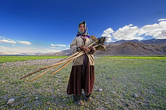 Lady Farmer of Korzok ( Poras Chaudhary) Tags: blue portrait sky india green colors nikon colorful nikkor d3 ladakh changthang korzok 1424mm